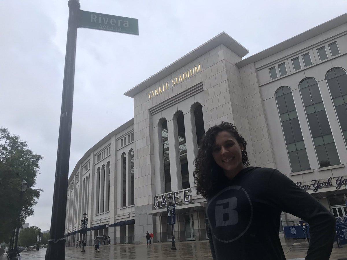 Visiting @yankeestadium. Saludes @Urshela10! 🇨🇴 @BellatorMMA 👊🥋⚾️