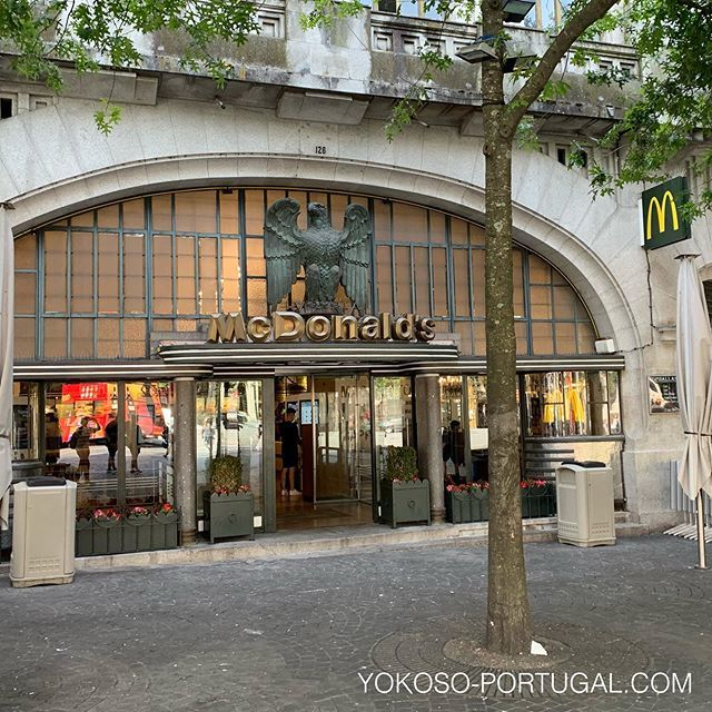 test ツイッターメディア - ポルトの美しい、アールデコなマクドナルド。店内も豪華です。 #ポルト #ポルトガル #マクドナルド https://t.co/zwozaZT7y7