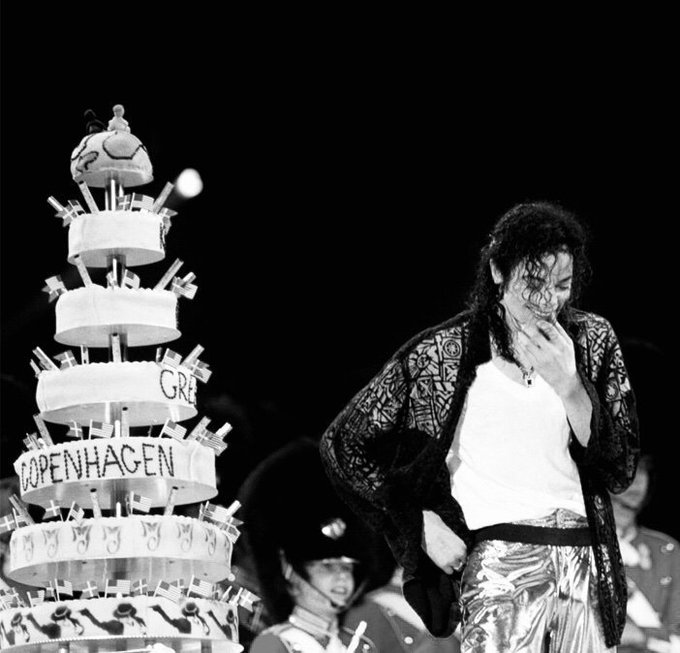 Happy 61th birthday MICHAEL JACKSON .. We miss you !!  The king of music ..