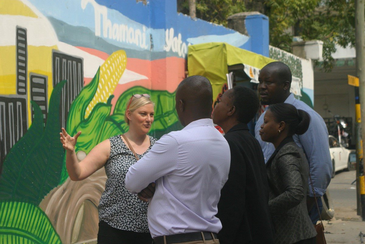 #DareesSalaam's new #urbannature mural is an innovative way for its custodians, @ICLEIAfrica & Ilala Municipality, to promote the value of #nature in #cities to urban communities.   #UNARivers: https://t.co/J4eT0NN5Nt @SwedBio @sthlmresilience @MyDaressalaam #CitiesWithNature