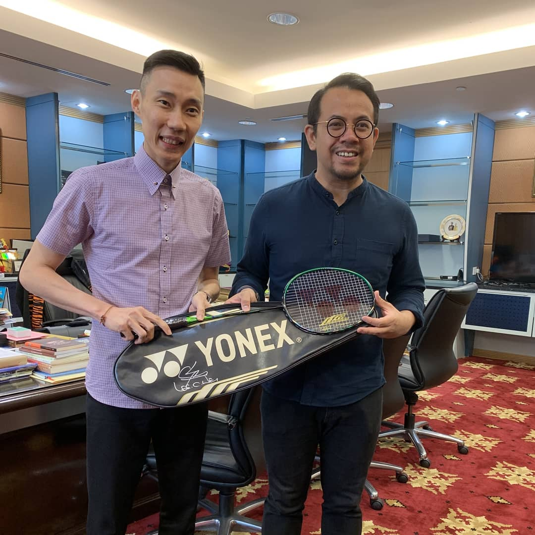 Timbalan Menteri KBS YB @scheekeong, hope you like the gift #Astrox99LCW 🏸. In your capable hands, i hope you can bring out the best of our national sports 💪#MalaysiaBoleh