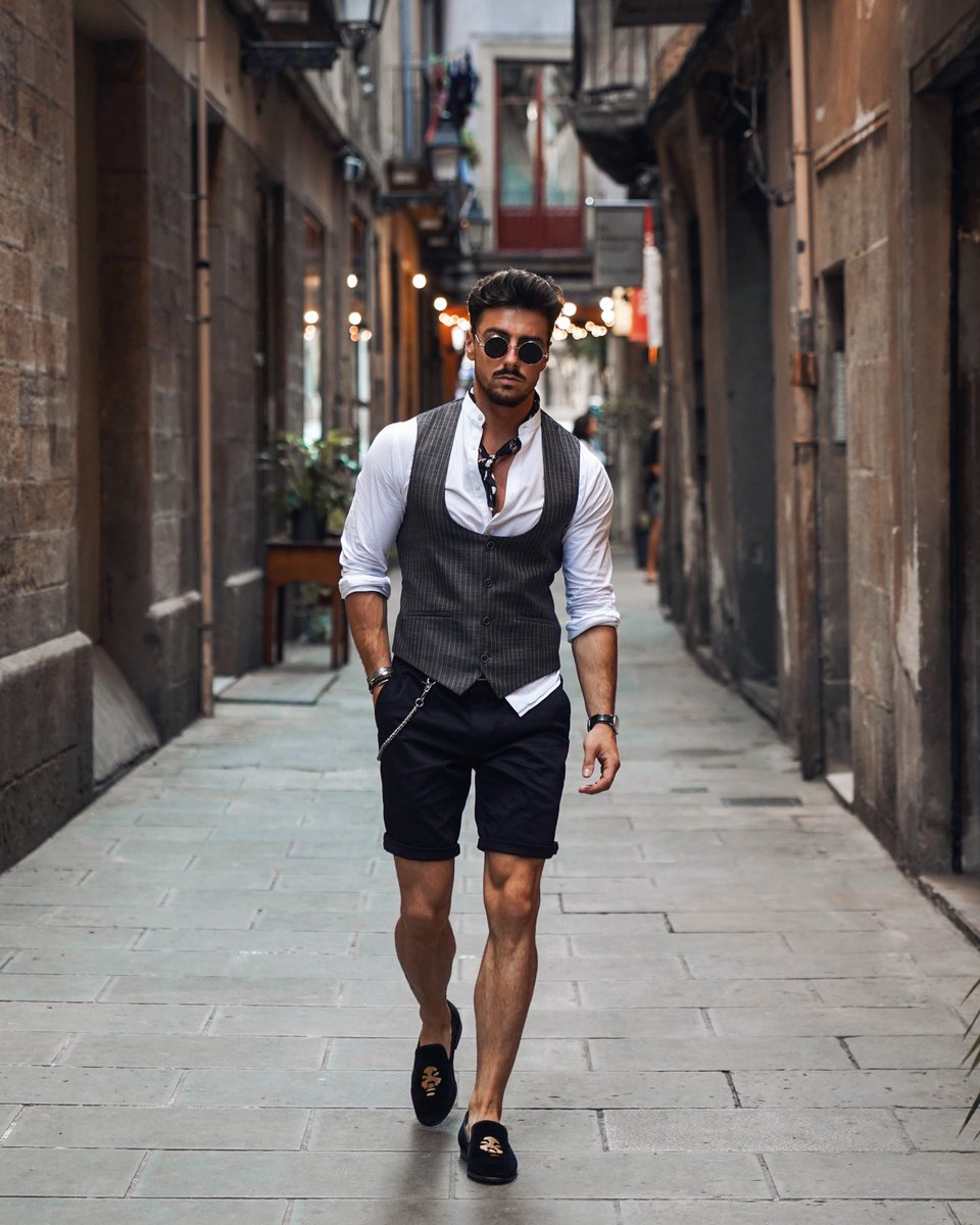 Spanish vibes 🇪🇸 👀 what do you guys think of this summer look? 🤔 please rate 1-10 🙌🏼