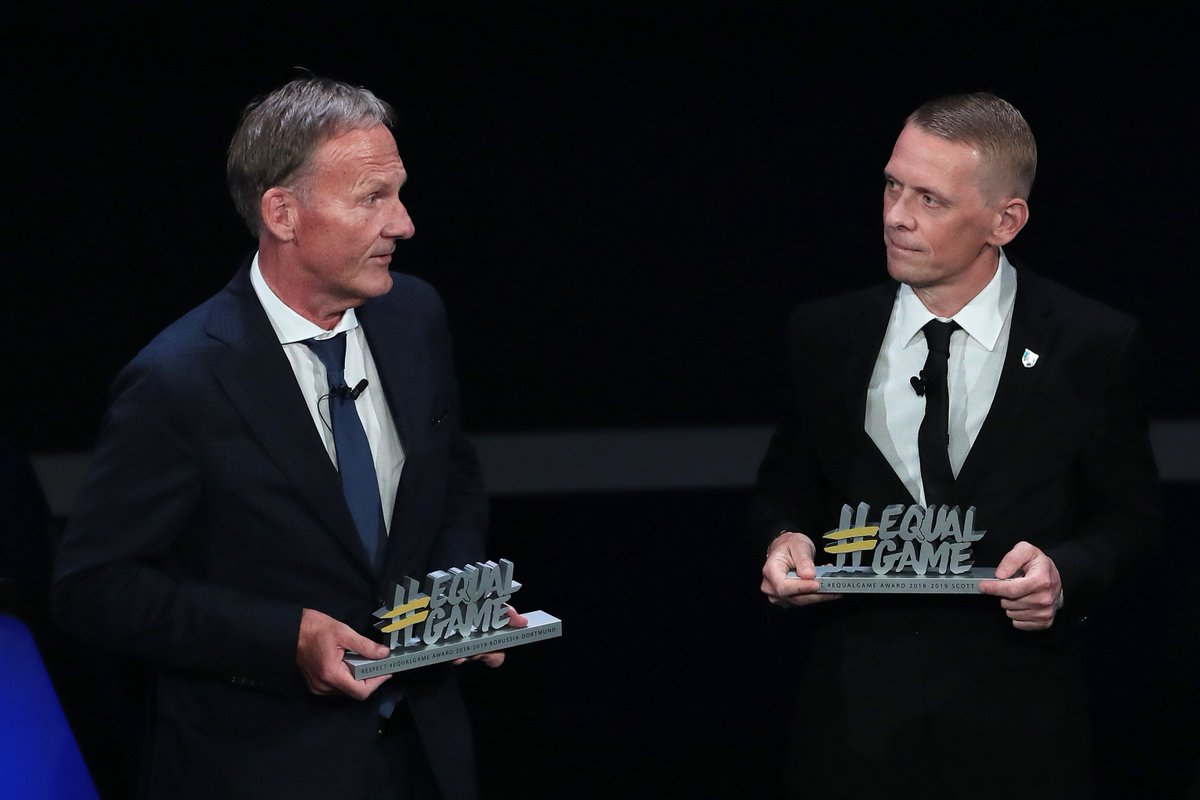 @UEFA @UEFAcom @UEFAcom_de Our CEO Hans-Joachim Watzke with the 2019 #EqualGame award 🏅