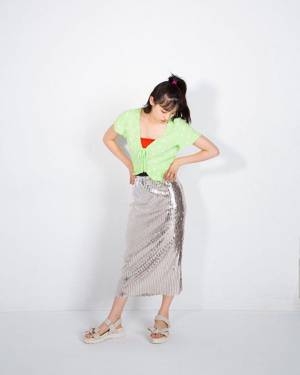 Instagram 20190829  POP Marine たまには遊び心も効かせちゃう? 目立ってなんぼ レトロって可愛いもん♪ キラッキラのシルバースカートが今夏のドセンター♡ 水玉トップスやベアトップでコーデに色を加えて  #下尾みう #SHETHREE #SHETHREEMAGAZINE #shitaomiu #miushitao #시타오미우 #akb48pic.twitter.com/AeJtl3nogn