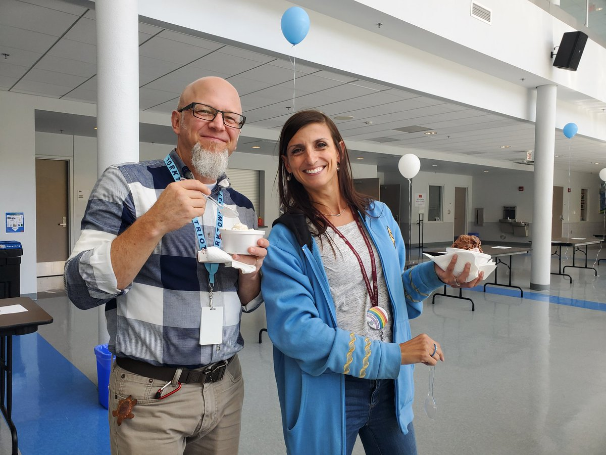YHS.... Ice Cream Social for faculty and staff. <a target='_blank' href='http://twitter.com/YorktownHS'>@YorktownHS</a> <a target='_blank' href='http://twitter.com/YorktownAPs'>@YorktownAPs</a> <a target='_blank' href='http://twitter.com/LoftBridget'>@LoftBridget</a> <a target='_blank' href='http://twitter.com/YorktownSentry'>@YorktownSentry</a> <a target='_blank' href='http://twitter.com/YorktownYB'>@YorktownYB</a> <a target='_blank' href='https://t.co/o40PtcYzf8'>https://t.co/o40PtcYzf8</a>