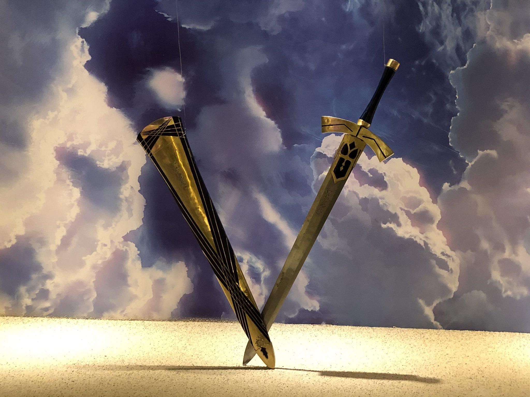 職人が作った本物の剣らしいです。本当に斬れるエクスカリバー。マシュの盾は50キロぐらいあるとのこと