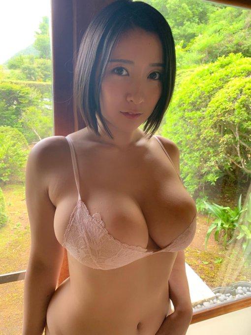 グラビアアイドル紺野栞のTwitter自撮りエロ画像20