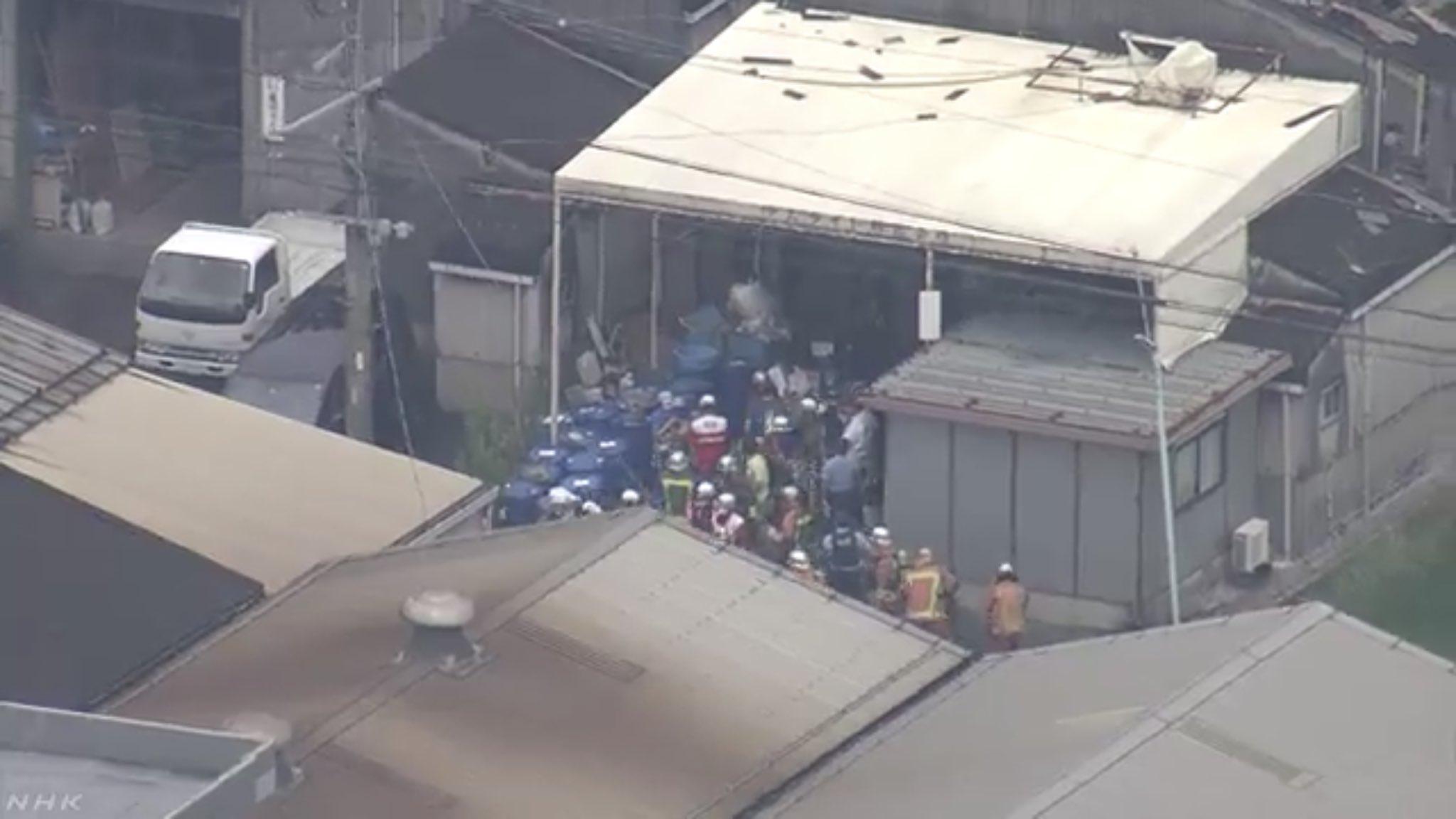 名古屋市西区新木町で爆発した工場に消防隊が集まっている現場の画像