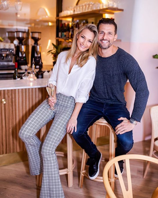 Tim and Anna Robards - Bachelor Australia - Season 1 - Fan Forum - #2 - Page 41 EDMoW3LU0AA4XS3