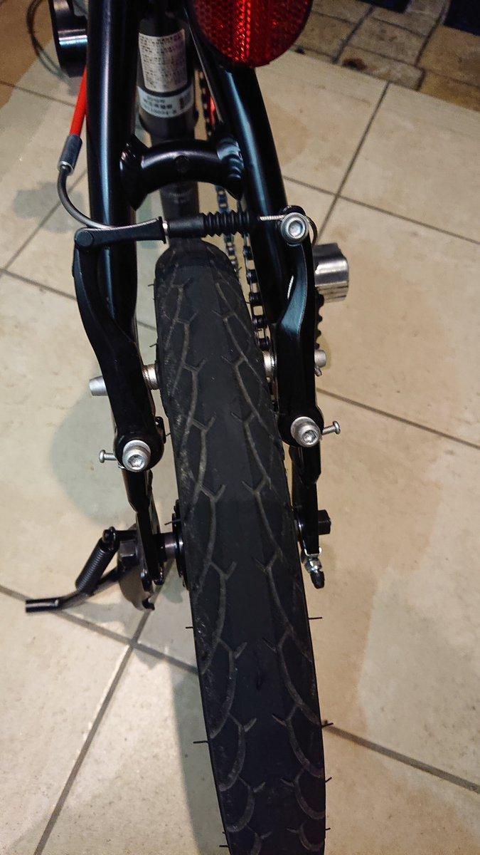 時間が空いたので自転車いじりしてたりしてwww青メリダの掃除してステッカー貼って♪ミニベロ掃除して、ブレーキ周りをいじくって♪せっかく空けたのに乗れない無いのが辛いwww明日の天気はどうなんだい??