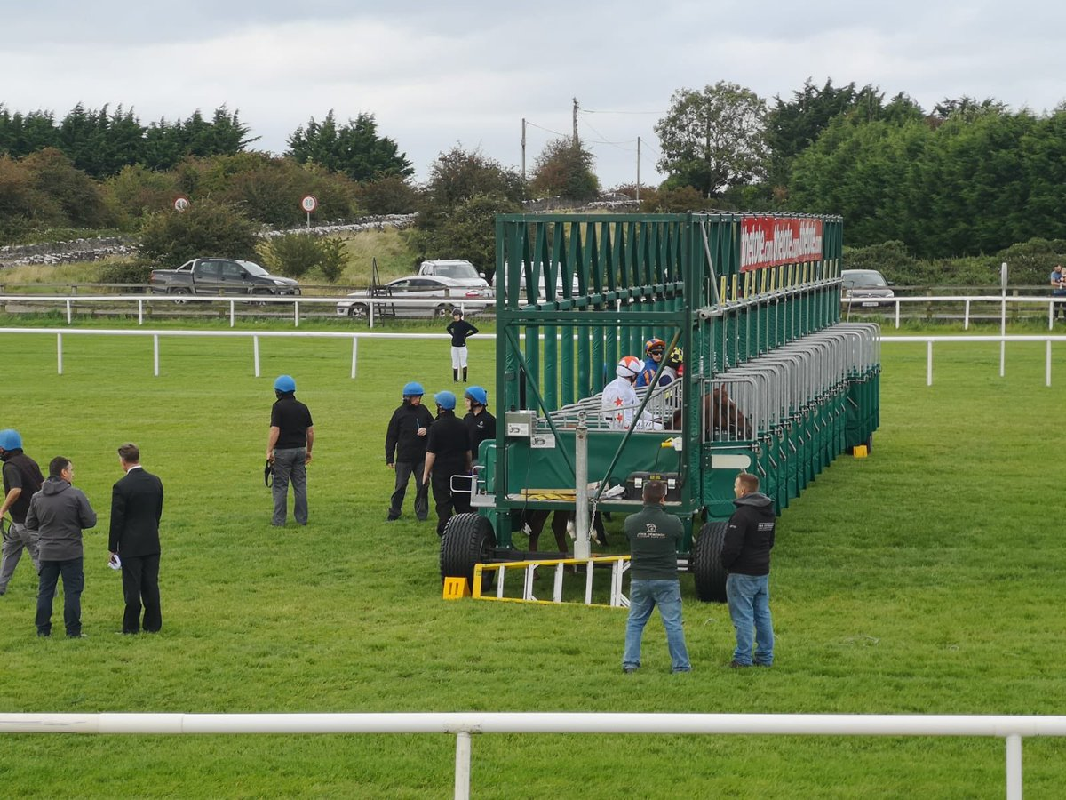 test Twitter Media - Horses at the start @curraghrace for another Summer Sounds fixture. https://t.co/QmBEJu6ICr