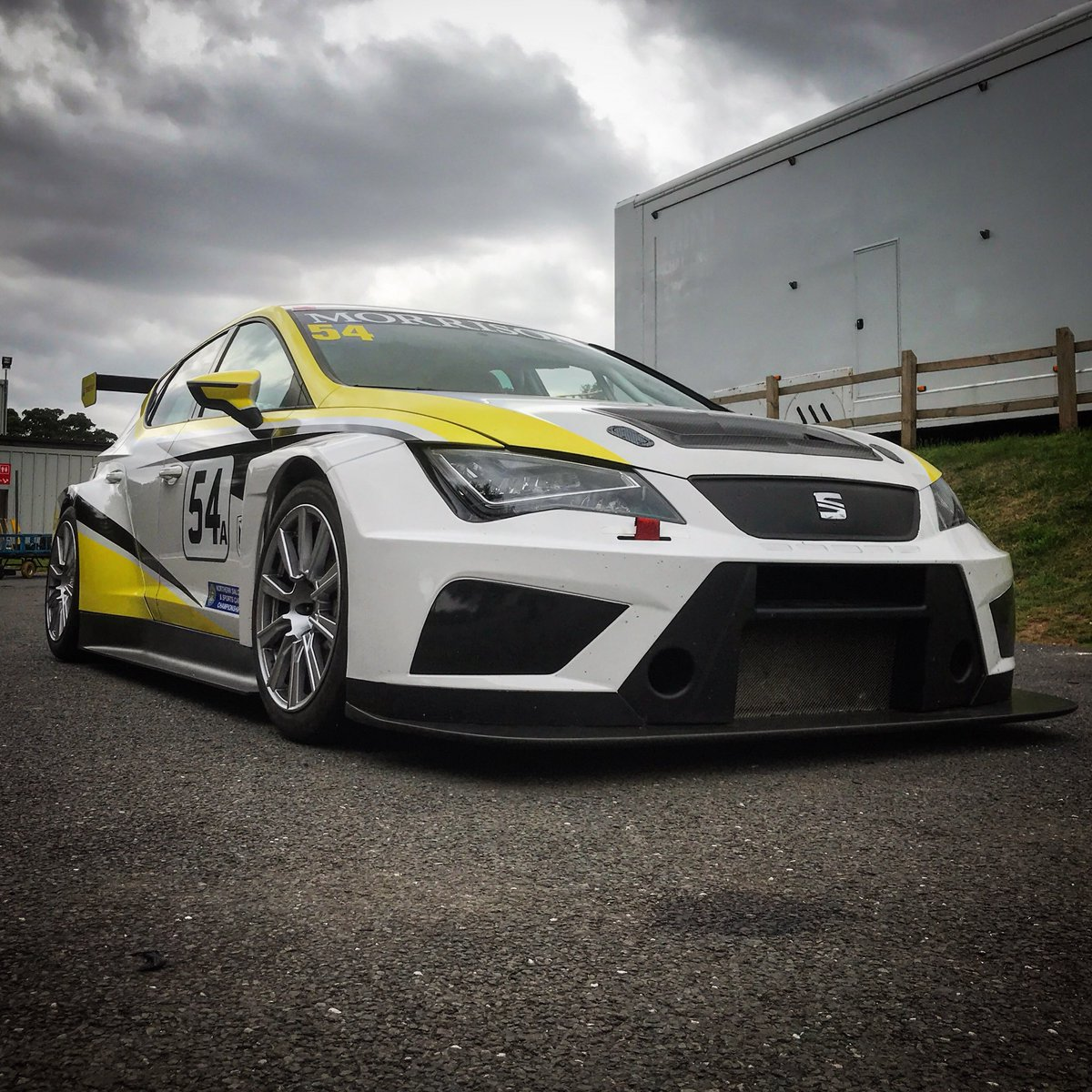 This Seat Leon TCR is just one of the exciting entries in tomorrow's BARC Northern Saloon Car Championship. If you've never seen a factory touring car driven in anger around the 'Mini Nurburgring', you're in for a treat. 🔥🔥🔥 Spectator info 👀 news.cadwellpark.co.uk/cp-superkartsb…