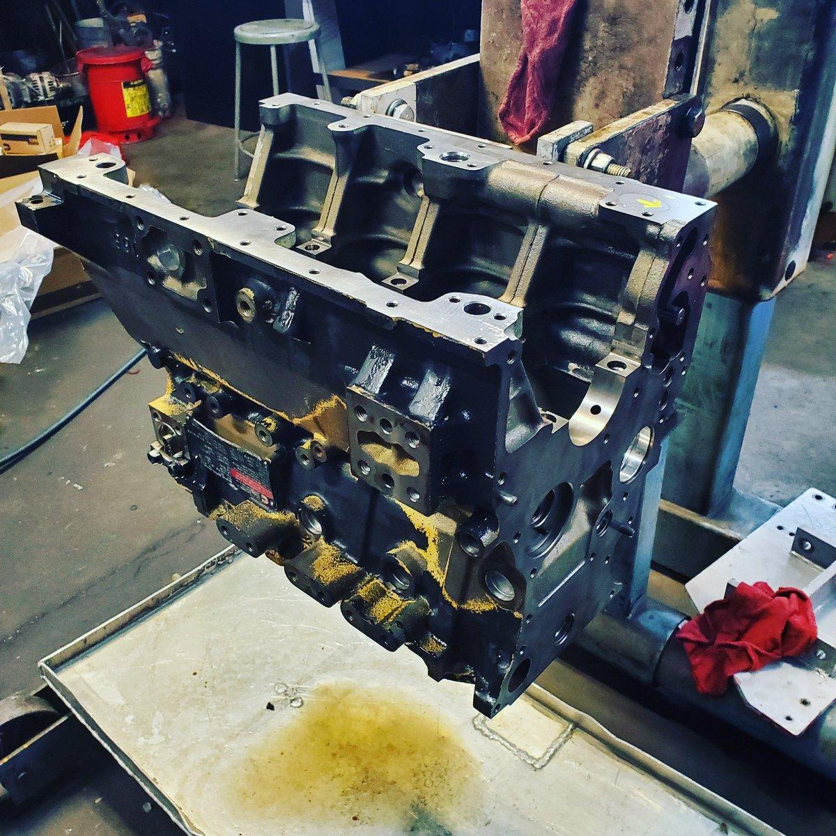 Little Cummns 4B on the stand today. ... #diesel #engines #diesellife #AFS #atlanta #atlantadiesel #cummins #cumminsdealer #dieselenginespic.twitter.com/bm0KgNGK5q