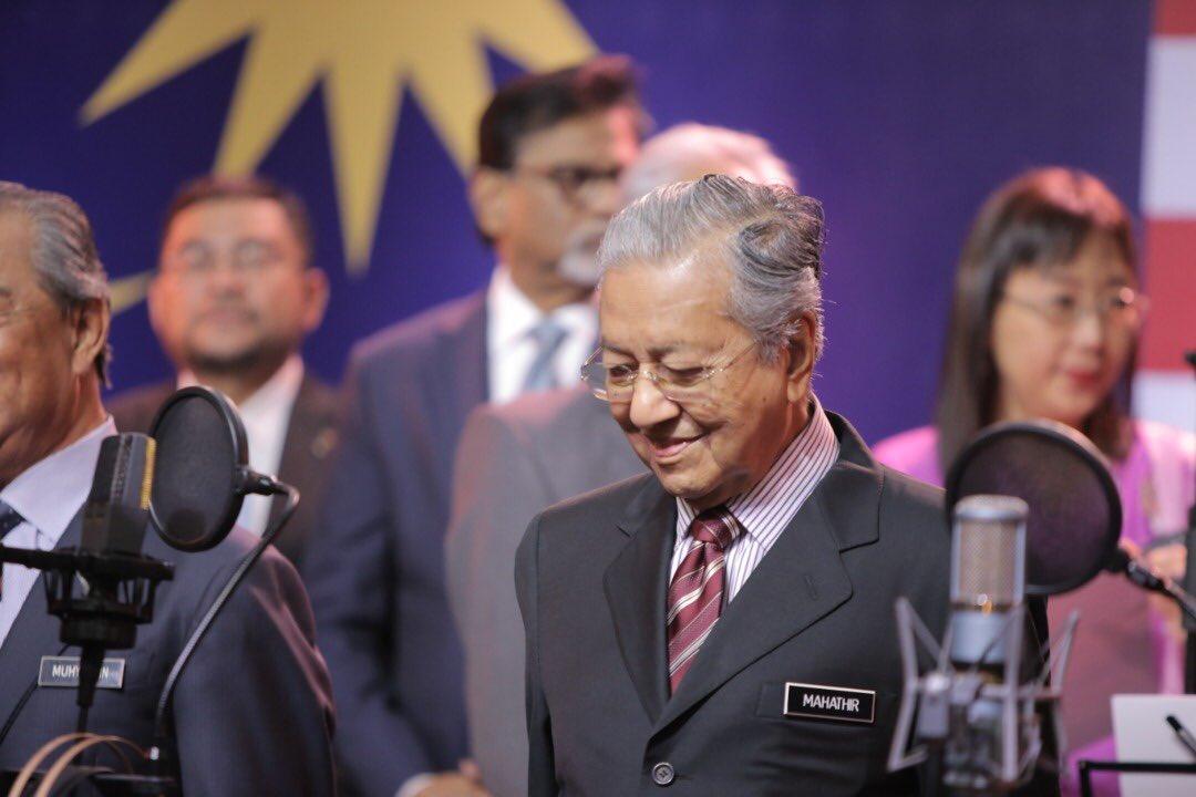 Saya amat mengharapkan ketika kita sambut kemerdekaan ini, semua rakyat Malaysia, tidak kira apa agama, bangsa & budaya mendalami diri masing-masing & mencari semangat setiakawan & kenegaraan yg membantu kita capai kemerdekaan & bangunkan Negara hingga menjadi Negara yg berjaya https://t.co/4SUVeayMQA