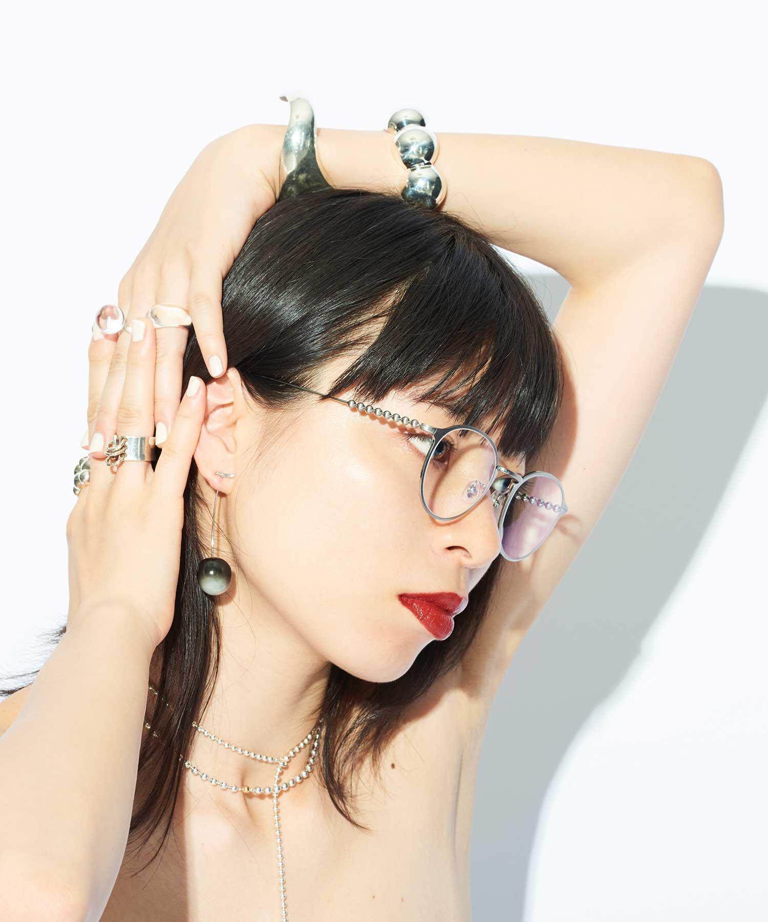 かわいすぎない…?????? ついこの前Zoffで新しいの買ったばっかりだけど絶対似合うからほしい眼鏡何本買う気だよって感じだけどほしいアーーーーン