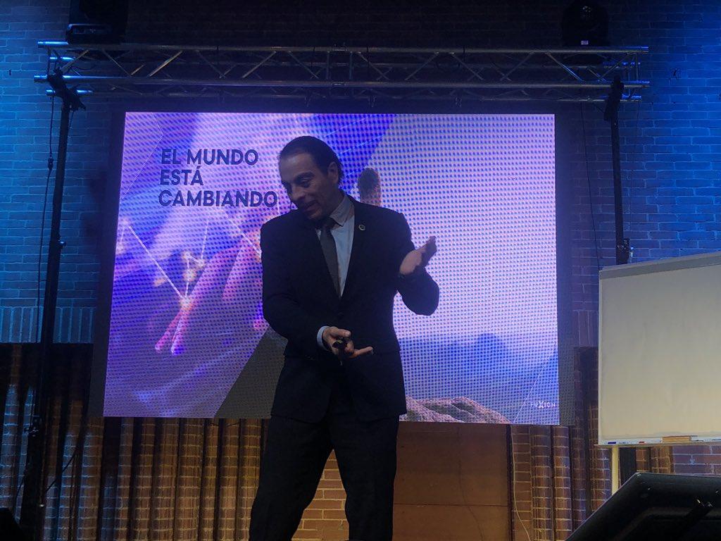 """""""Constantemente estamos vendiendo ideas, conceptos"""" - @AlvaroXuniga #GaladeExito https://t.co/mruiZ7nb83"""