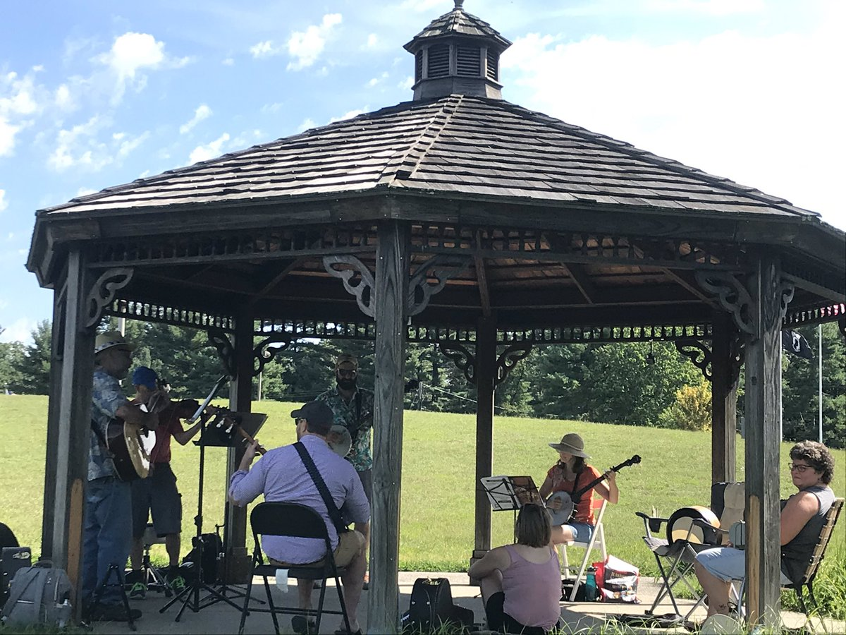@ProvBanjojam #playmusicontheporchday at the @seekonklibrary gazebo!<br>http://pic.twitter.com/IAWm1pGBJg