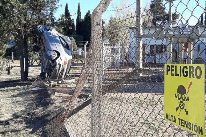 #Región | Volcó un policía en el ingreso a #Victorica