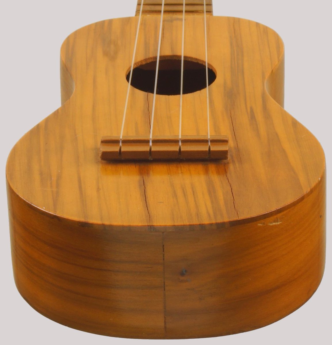 Lyon Healy mauna loa monkeypod soprano ukulele