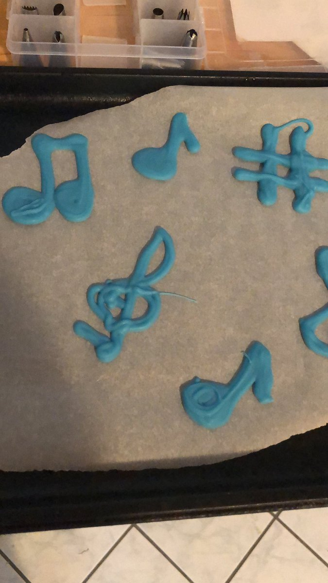 Cupcake toppers are ready!  #playmusicontheporchday <br>http://pic.twitter.com/E8rvHo7hy6