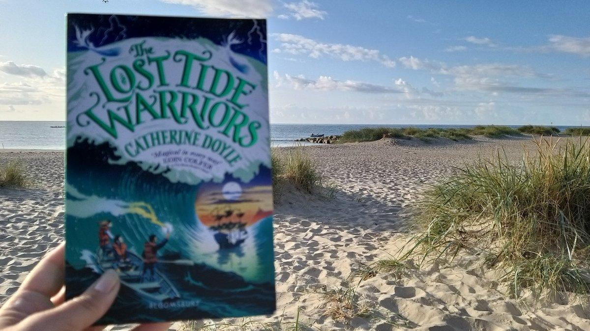 4th amazing book in the teacher summer reading challenge, on a beautiful British beach. @HantsSLS @doyle_cat #TeachersSummerReadingChallenge #readingforpleasure @_Reading_Rocks_ #HantsSLSTSRC2019  @PrimarySchoolBC #mudefordspit <br>http://pic.twitter.com/cSwyuFmqnG