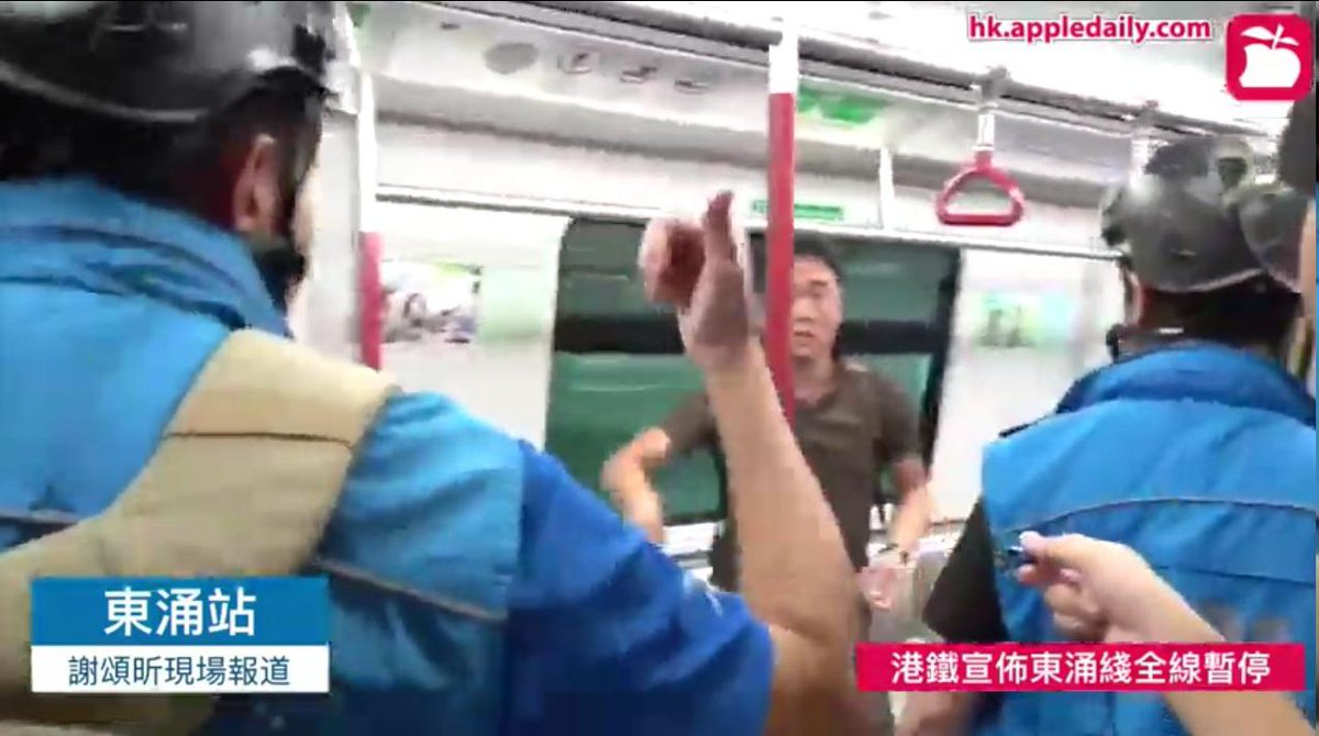 """1905 #TungChung: Some MTR passengers are unwilling to leave the train. """"Worried by the number of police outside"""" and """"don't know how to leave when no transport is running"""" are the reasons they claim.  Source: apple daily live pic.twitter.com/CTyswOI84T"""