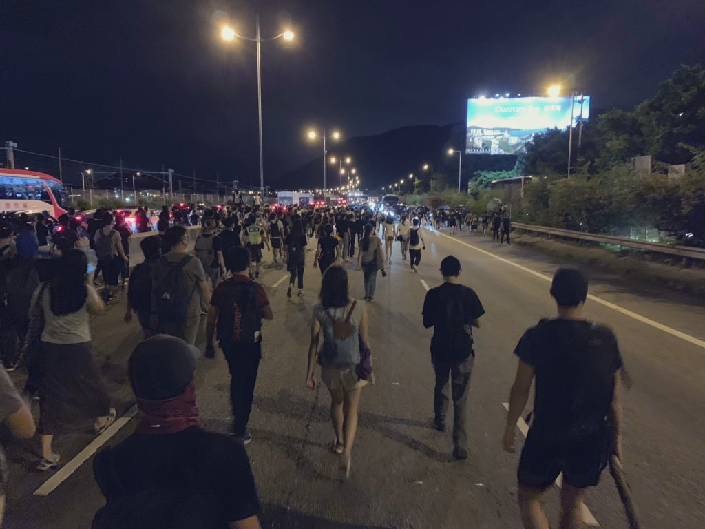 #Hongkongairport protest has transformed in a long highway hiking.  #HongKongProtesters #antielabhk #hikeforhongkong??????<br>http://pic.twitter.com/trsgdmfDDr