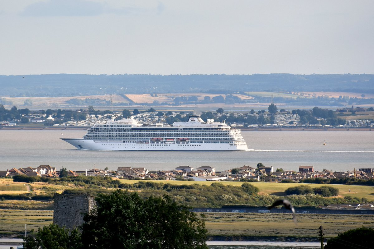 Viking Sun passing Canvey Island just 2 hours into her 245 day 'Round The World' cruise, having sailed from Greenwich. A new record - 8 months aboard. #shipsinpics #cruise #cruiseships #thamesestuary #VikingSun #outbound #worldcruise #canveyisland #pic.twitter.com/7hwnDVhy0w