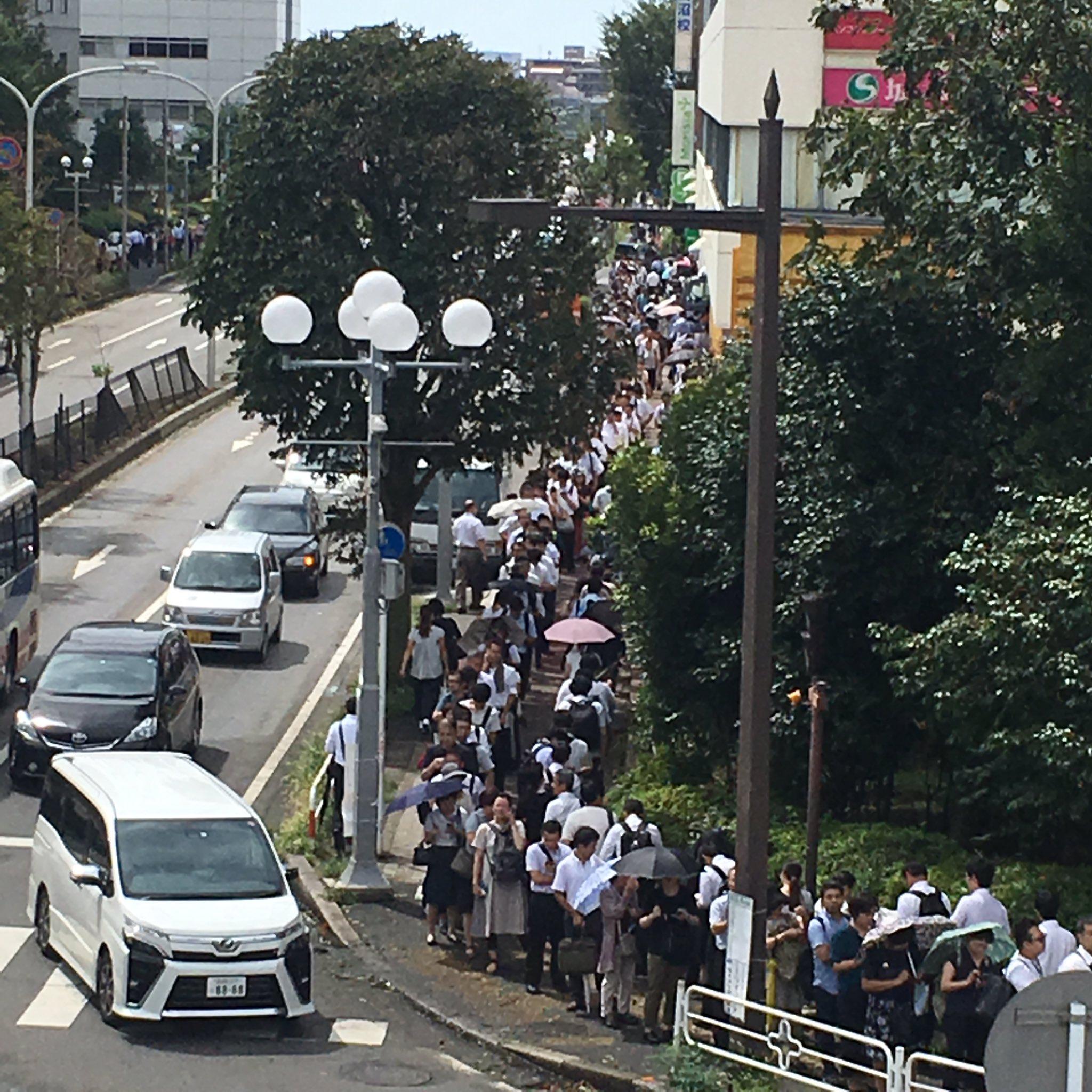 総武線の運転見合わせで津田沼駅が大混雑している現場の画像