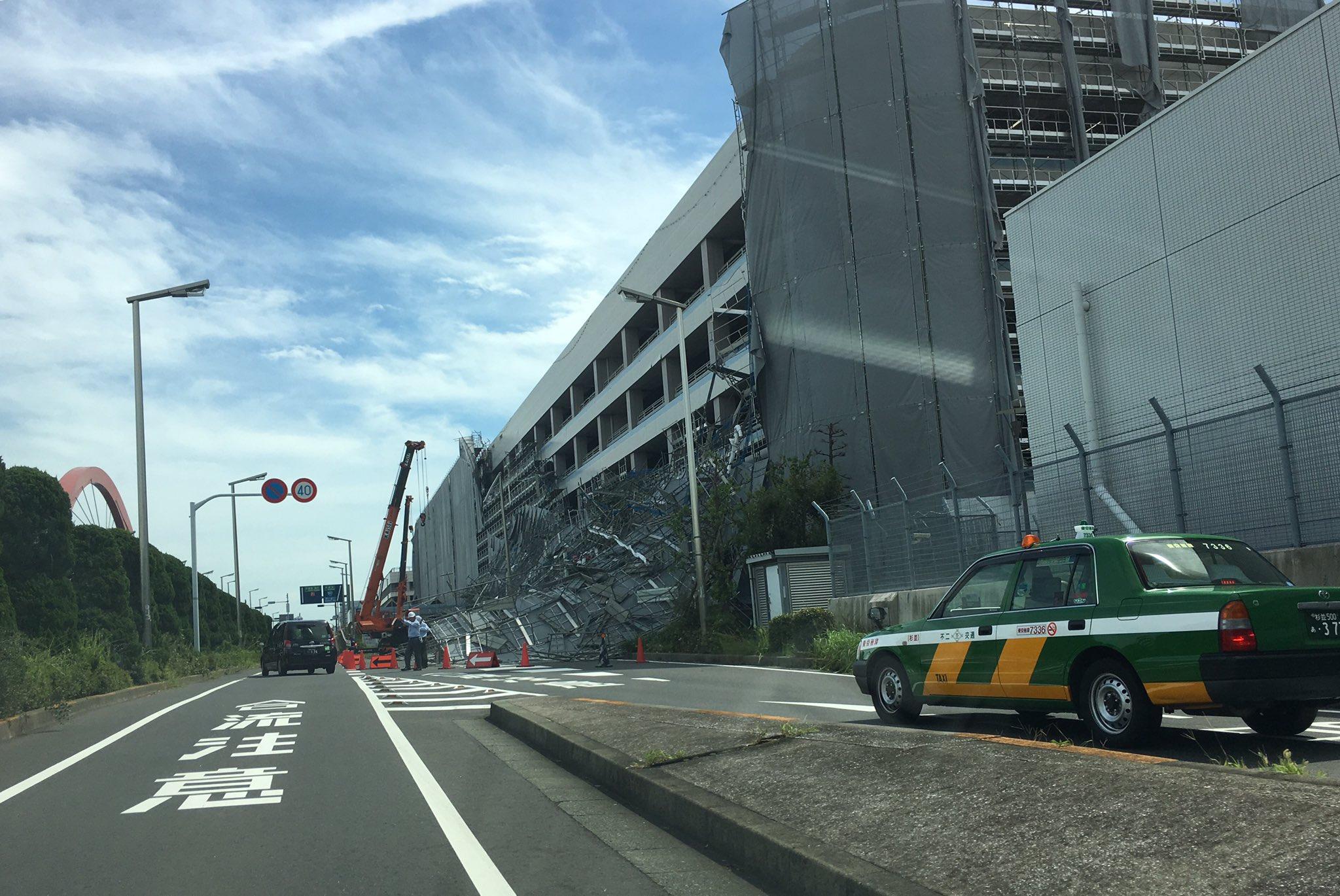 画像,羽田空港も大混乱中。飛行機には間に合うように着いたところ、午前中の欠航ラッシュの影響もあり駐車場が全部満車で焦りました。P2は補修中の足場が崩落して入口封鎖。予…