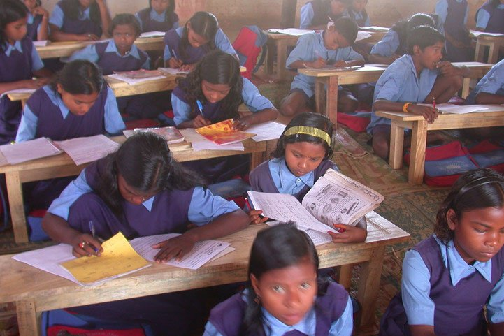 #FromTheArchives Here is the story of how @ArtofLiving started a silent revolution to bring #literacy to tribal India, the largest tribal population in the world and the most economically disadvantaged community in the country. #InternationalLiteracyDay    http:// artofliving.org/in-en/projects /education/free-schools/educating-tribal-india  …  <br>http://pic.twitter.com/2PJhq1RVhg