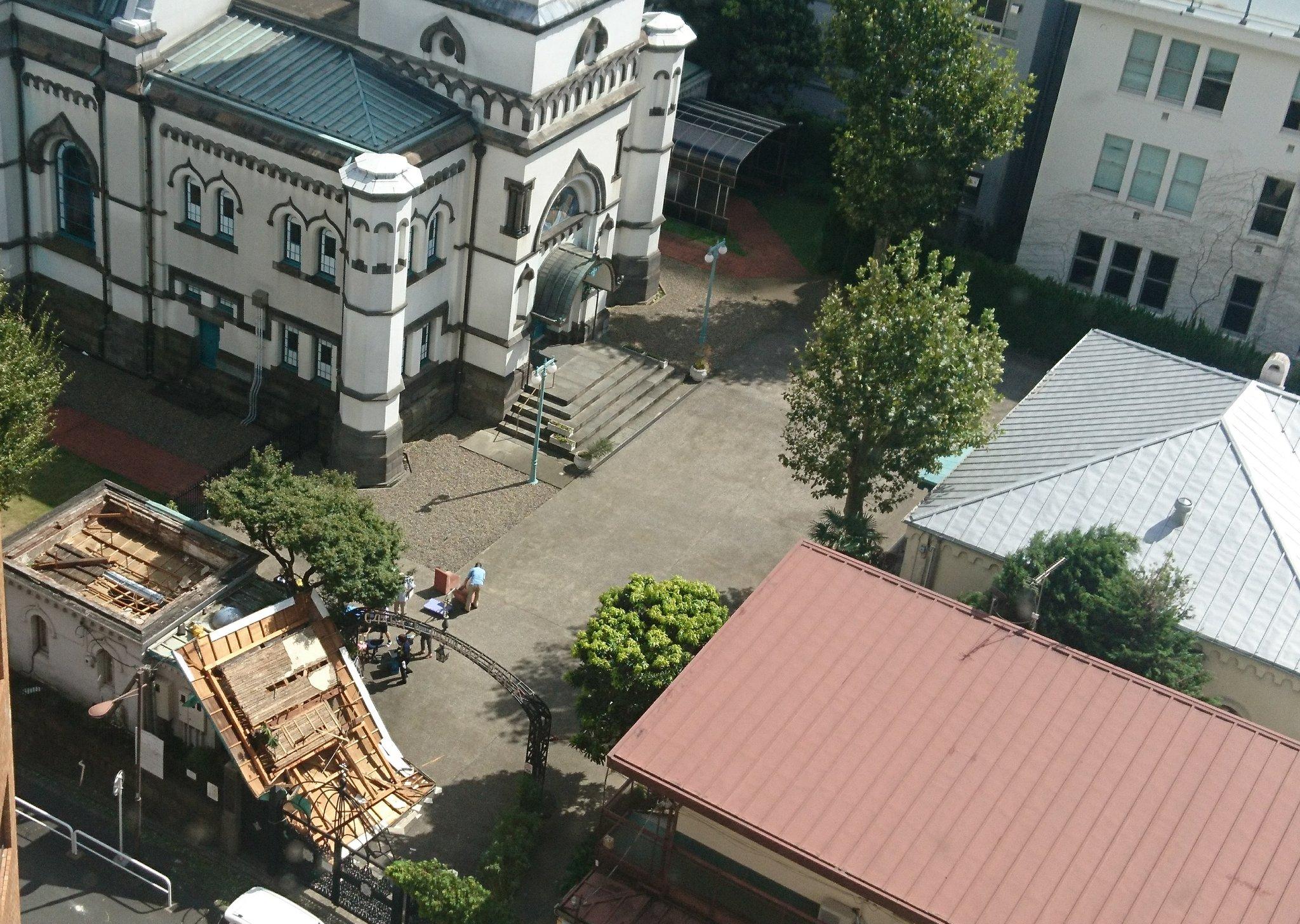 画像,ニコライ堂の社務所?みたいなところの屋根が大変なことに… https://t.co/evXeZWYmOv。