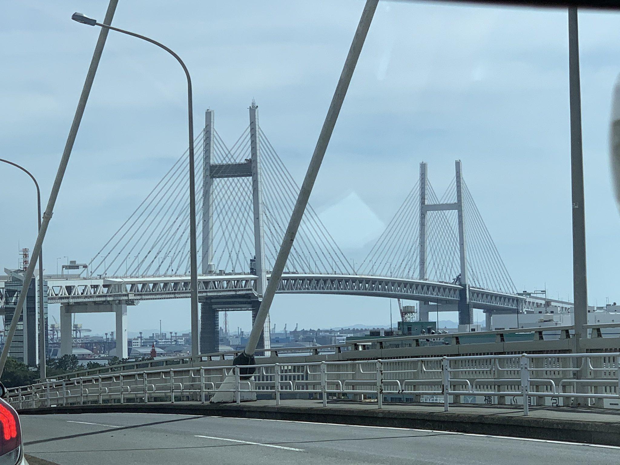 画像,大黒大橋ダラダラ進行中ー。ベイブリッジほんとに止まってんだな… https://t.co/n5qvRz5OFq。
