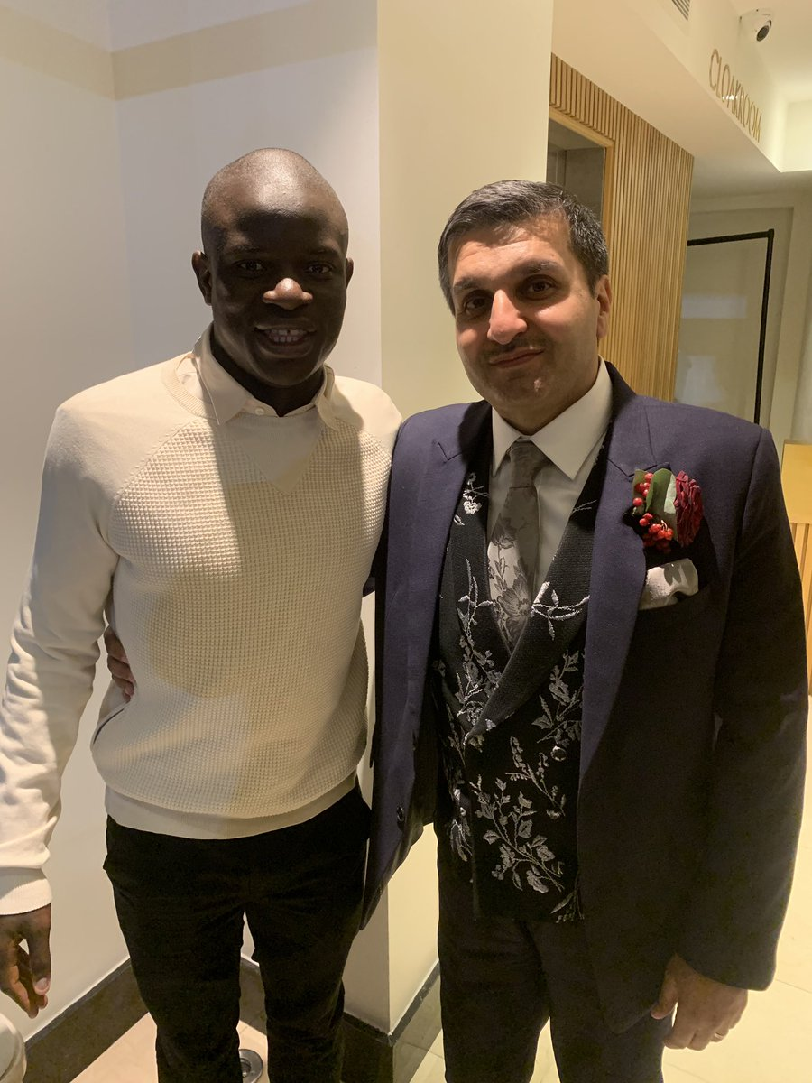 When your favourite @ChelseaFC player attends your daughters wedding, it's an amazing feeling. Thank you @nglkante 💙 #CFC