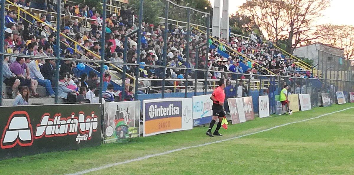 Gran marco de público en el estadio Martín Torres. 35' del ST igualdad sin goles que persiste. #VAMOSXTODORÑ