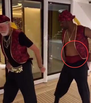 【影片】嚴重發福?韋德退役5個月,8塊腹肌變成大肚腩,腰帶都快遮不住了!-黑特籃球-NBA新聞影音圖片分享社區