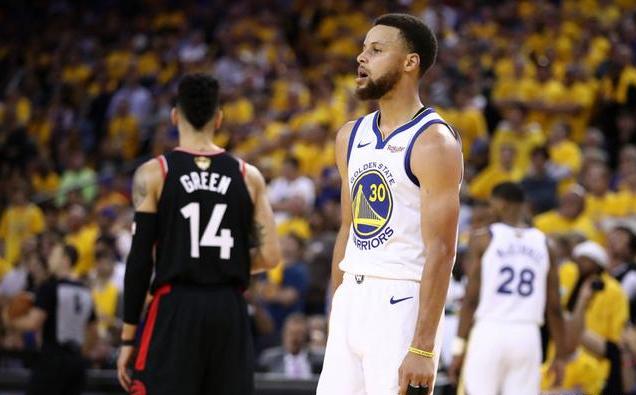 總冠軍賽狂砍47分,柯瑞一戰擊碎質疑,這樣Curry值得稱讚!(影)