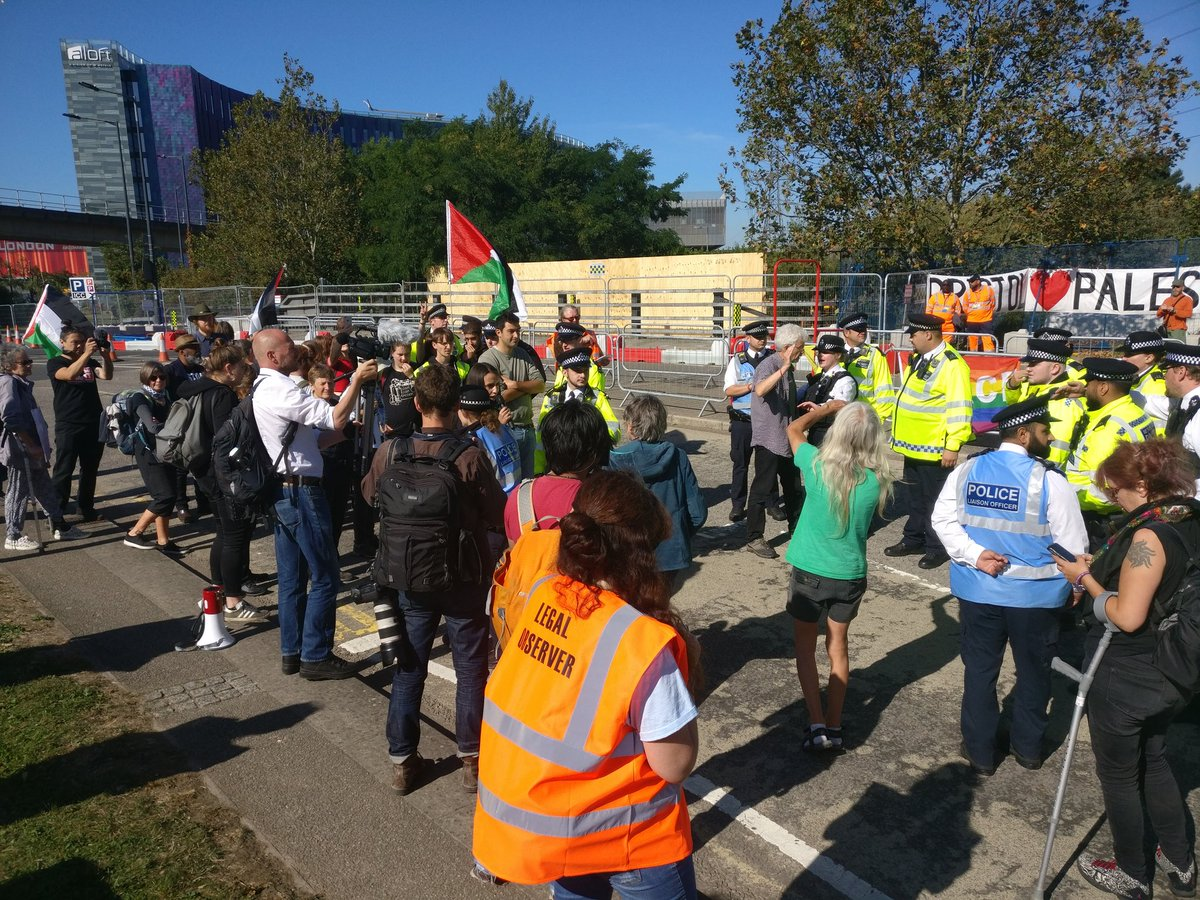 If youre attending the #StopDSEI protests in east London, a reminder that the legal observers volunteering as part of the independent @netpol / @haltACAB /@gbclegal collective, organised for the duration of this week, are wearing orange bibs - with a number on the front.