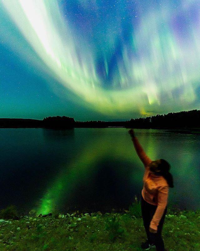 Last night gave full spectrum of colours to @onedayinlapland ✨👌🏼 #visitrovaniemi #rovaniemi #northernlights