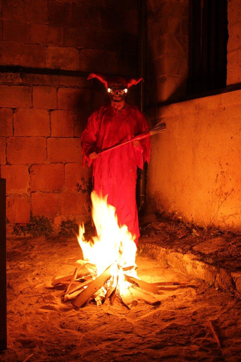"""Hace unos días se presentó el libro de """"El Diablillo"""" q el Instituto de la Cultura ha publicado para acompañar la declaración de la fiesta como Manifestación Tradicional de Interés Cultural Provincial http://www.turismosepulveda.es A la venta en la O. de Turismo #Sepúlveda #ElDiablillo pic.twitter.com/EBM2uOvNmL"""