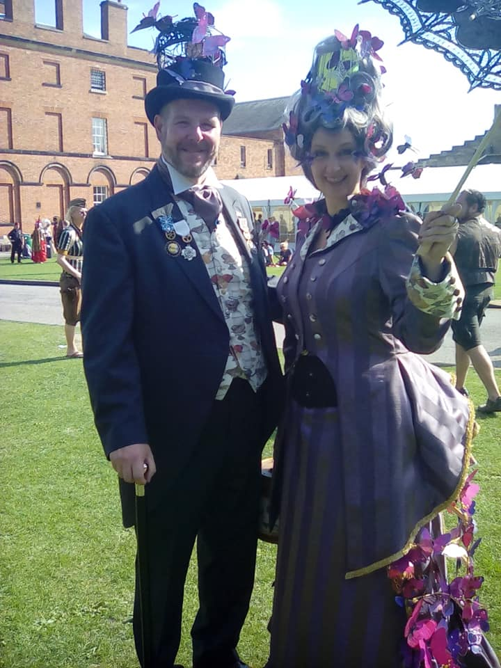 #Cosplay 🎩 Awesome of the Day: Couple at #Lincoln #Steampunk ⚙️ Asylum @LincolnCastle (2019) via @JoanneFreyja #SamaGeek 🤓 #SamaCosplay