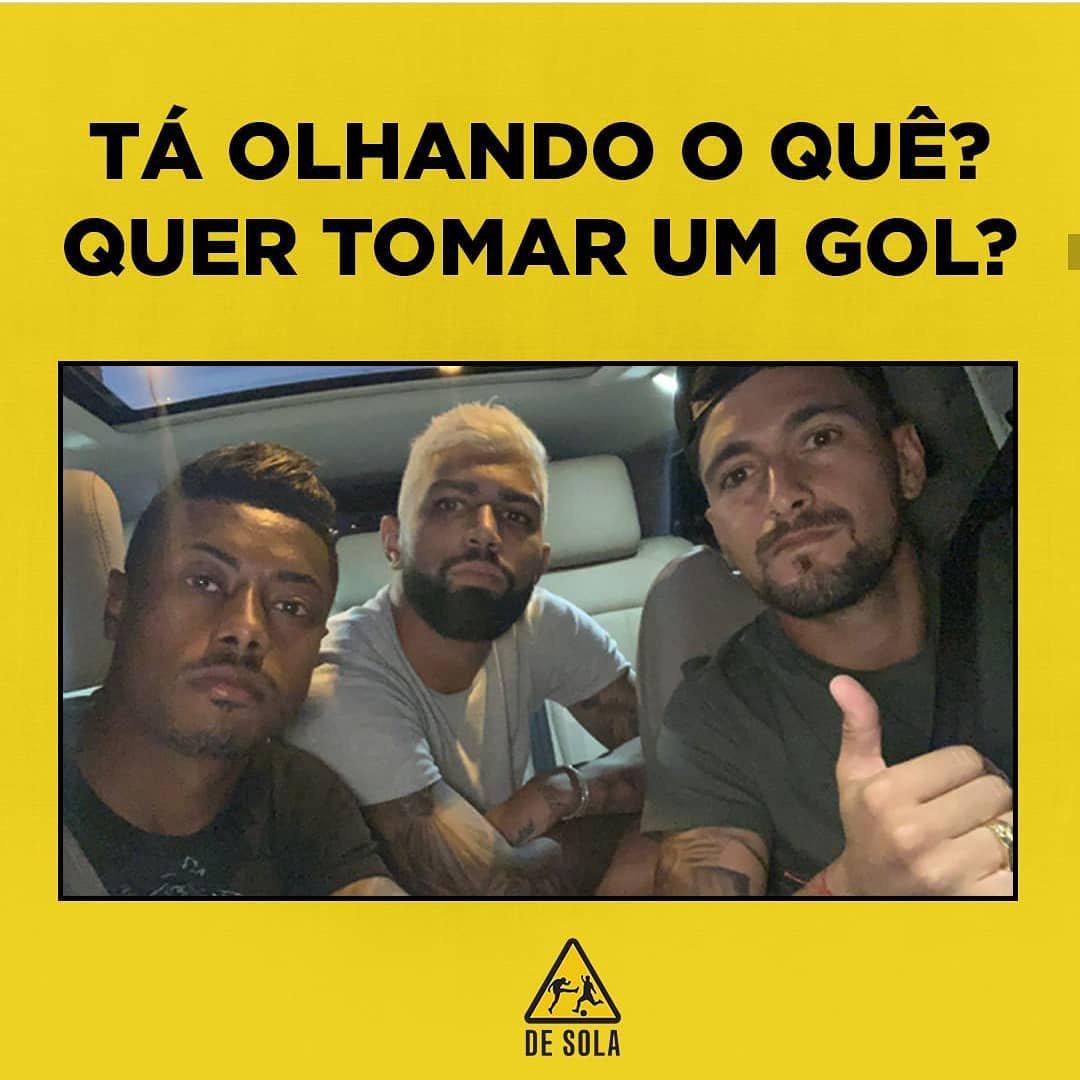 """#SempreFlamengo """"Tá olhando o que? Quer tomar gol?"""" 😂😂😂😂 @GiorgiandeA @gabigol @Brunohenrique https://t.co/aRPs6Oc02B"""
