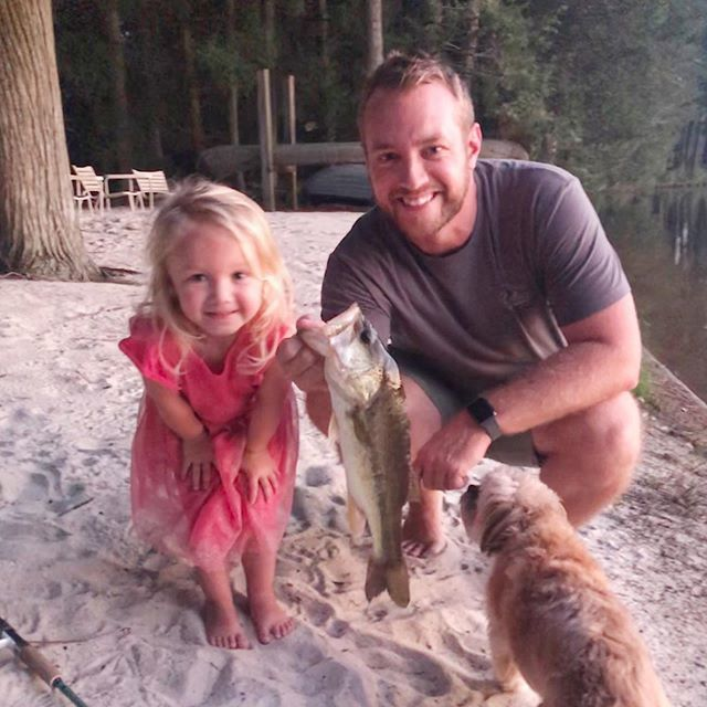 Leni Bow caught her first Bass!!! (No live bait)  Spinning gear, wacky rigged @zmanfishingproducts zinkers 5inch (in Junebug color)  not ready to lip it herself yet though 😂 #prouddaddyLeni Bow caught her first Bass!!! (No live bait)  Spinning gear, wacky rigged @zmanfishing… https://t.co/2Xxsy8cSuk