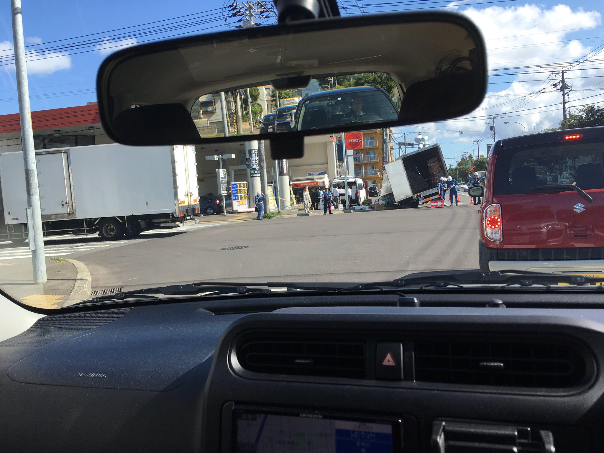 画像,道路混んでると思ったらやばい事故。 https://t.co/voV74XKzyw。