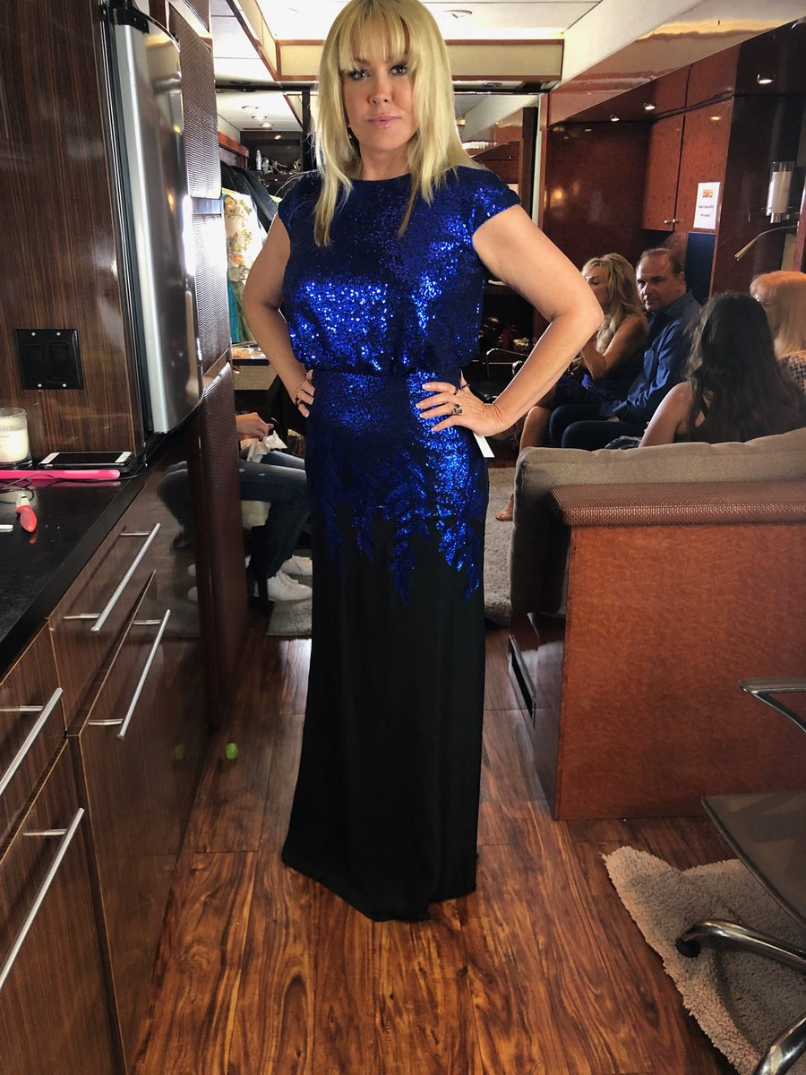 Going with the  blue dress tonight , I love it !! Watch #SYTYCD  tonight on  @DANCEonFOX  @FOXTV https://t.co/7RcwGfsemm