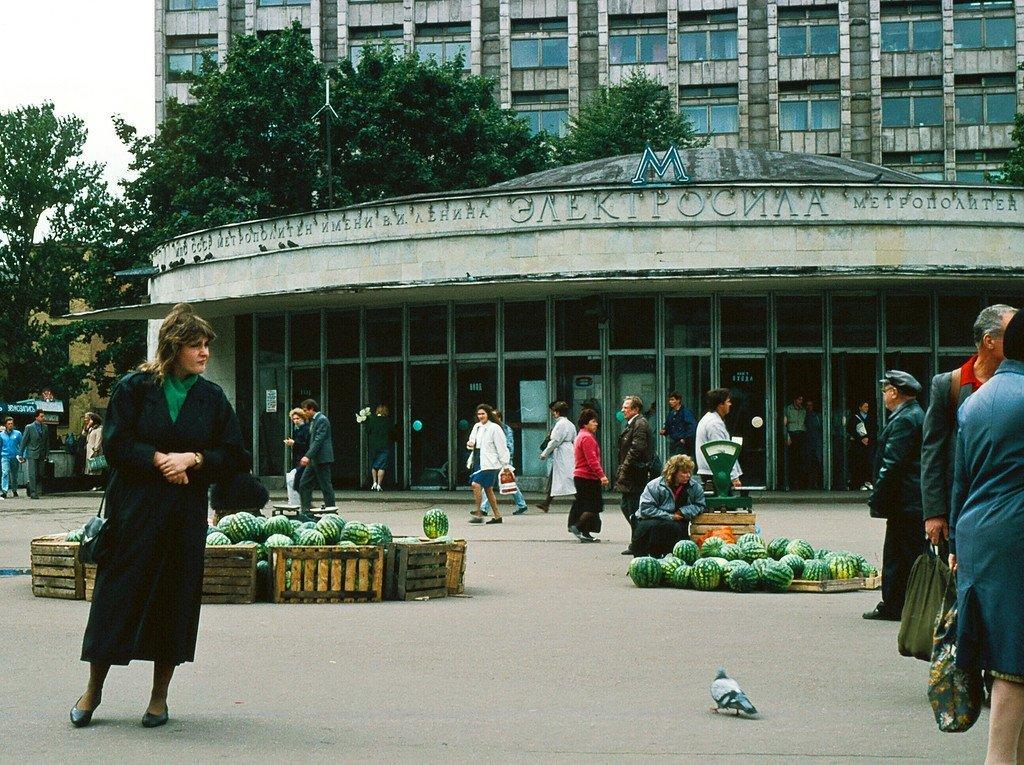 должно старые фото метро парк победы с ларьками спб варежки он-лайн