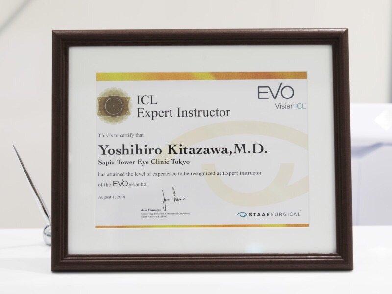 ICLエキスパートインストラクターの認定証です。エキスパートインストラクターとは、ICLのライセンス取得希望医師の手術に立ち会い、ライセンスを出す医師のことです。日本には9名在籍しており、当クリニックの北澤がその一人です。#icl #レーシック