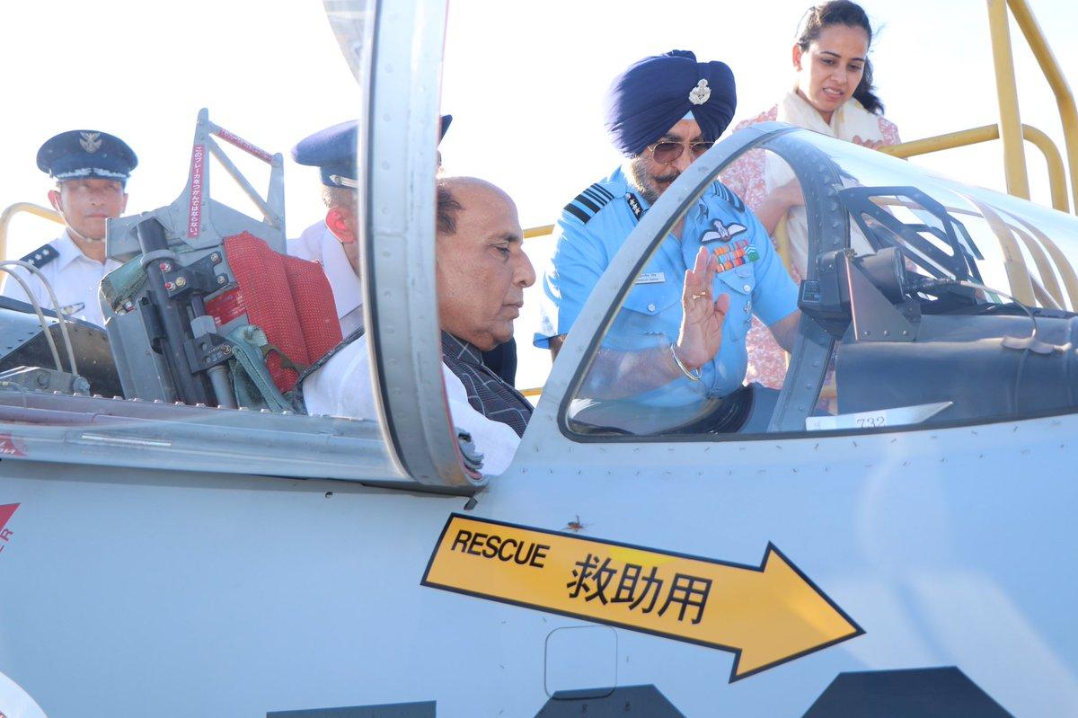 هل الهند مهتمه بها ؟ وزير الدفاع الهندي يطلع على مقاتله F-15 لدى سلاح الجو الياباني  EDhlMs5U8AArY3s