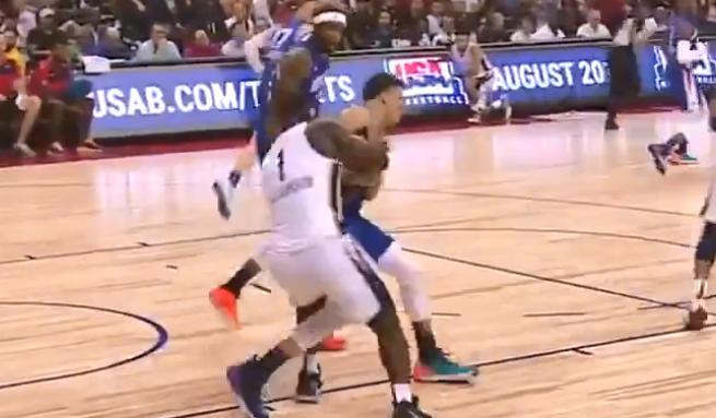 【影片】把球給我!胖虎欺負人現場實況,Zion暴力搶球完成暴扣!