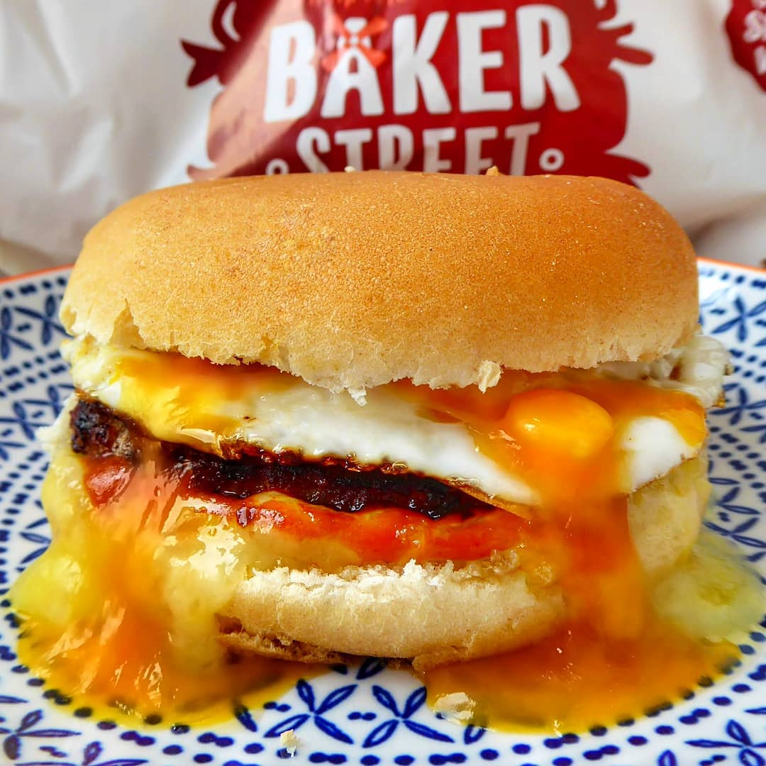 It's #backtoschool, so it's a good idea to have a hearty (and easy) dinner to keep those tired brains energised   How about a breakfast burger… for dinner? Quick, easy and of course delicious. Another winner from @whatiateforbreakfast